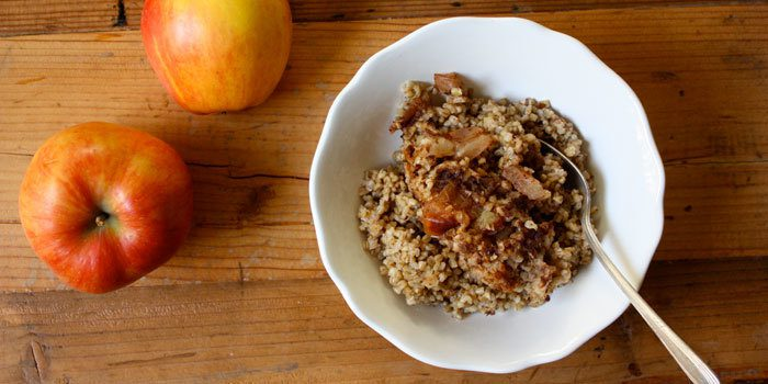 Slow Cooked Steel-Cut Oatmeal with Apples and Cinnamon