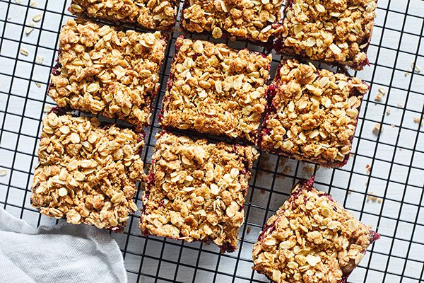 cranberry_crumble_bars_in_post_2