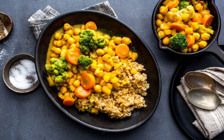 "<img src=""chickpea_in_bowl.png"" alt=""black bowl with curry chickpeas""/>"